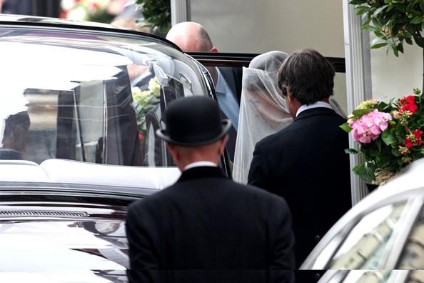 Leaving for the wedding [Source: Zimbio.com]